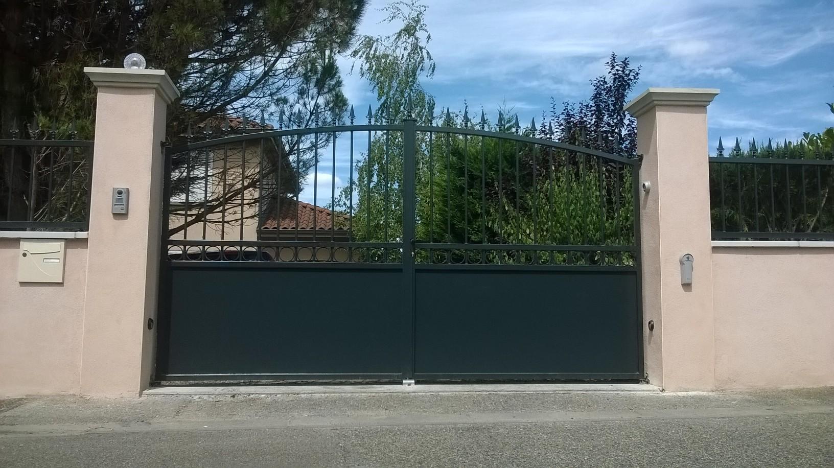 fabricant portail lyon 69 rh ne automatisme portail porte de garage traditionnel acier. Black Bedroom Furniture Sets. Home Design Ideas